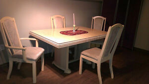Table and chairs plus hutch