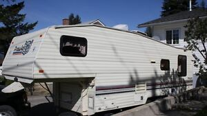 25 1/2' Prowler 5th Wheel with Hitch in Creston