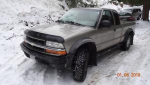 2000 Chevrolet S-10 LS V6 4x4 Pickup Truck