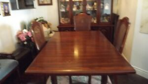 COMPLETE DINING ROOM SET HOUSE OF BRAEMORE in solid oak.
