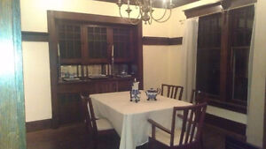Beautiful Victorian Apt All Incl $1400 + Laundry-Mar '18 Move In