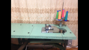 Overlock sewing machine surjeteuse