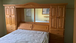 Oak Queen Bed Installation, excellent condition FREE