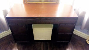 Retro Vintage Dresser/Vanity Table/Desk