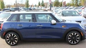 2015 Mini Cooper 5 door ONLY 10,000km