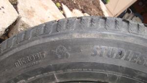 4 pneus hiver P215/65/16 Toyo GSI 5