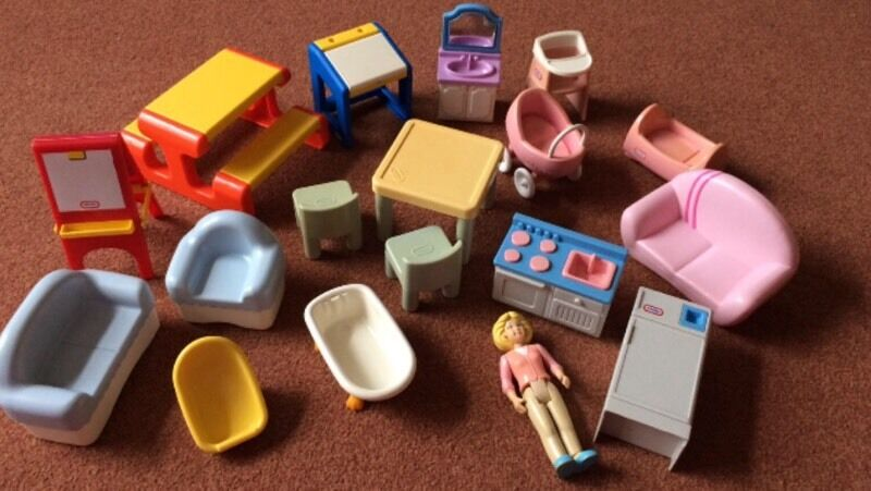 Little tikes dolls house furniture 18 pieces