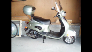 Moped/Scooter LOW KMS!!