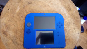 2DS with stylist and charger great condition  includes game