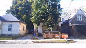 2 BDRM Basement Unit, English St. Downtown location. $850+HYDRO