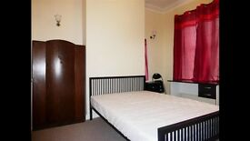 Large Double room perfect house share w parking EXCELLENT LOCATION transport links!