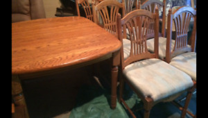 Oak table with leaf 6 chairs(trail)