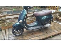 Vespa et4 125 in good condition with new mot