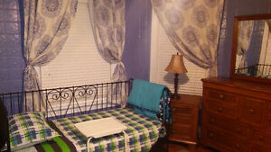 LARGE BRIGHT ROOM $625 / MONTH