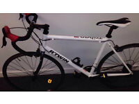 BTWIN TRIBAN 3 road bike *CARBON FORKS* Great Condition - not trek giant specialized carerra