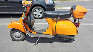 VESPA SCOOTER VINTAGE DE COLLECTION