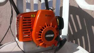 Petit moteur de marque Echo 25 cc 2temps