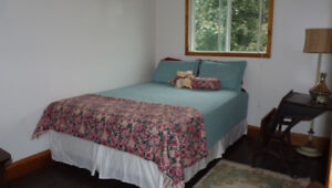 Wkly/Monthly furnished room in townhouse - Prof'l/Grad Student