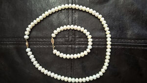 Beautiful Freshwater pearl necklace and bracelet