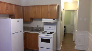 close to downtown one bedroom apartment Kingston Kingston Area image 5