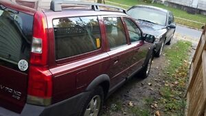 Volvo V70 xc awd california car for parts only London Ontario image 3