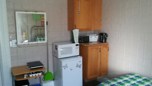 LARGE BRIGHT ROOM $575 / MONTH