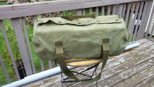 Canadian Army duffle bag, military green, in Good condition