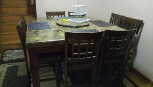 Dinning table in good condition