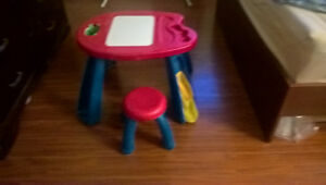 Crayola Study and Art table with stool