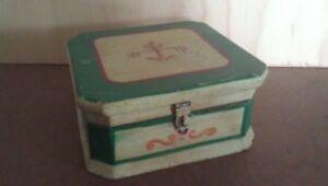 KNICK-KNACK BOX: Yellow Green Hunter Green Trim / Cherry Floral