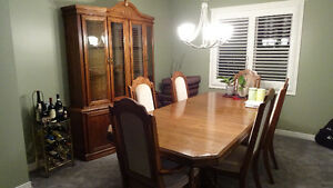 Solid wood dining room Table,6 chairs and solid wood Hutch Cambridge Kitchener Area image 4