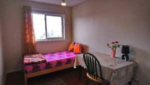 Private room for rent in Mississauga (near Square One)