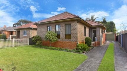 NICE ROOM FOR RENT NEXT TO SHOPS AND TRANSPORTS Villawood Bankstown Area Preview