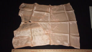 Antique 30's liquid satin peach coloured pyjama/lounge set - 28