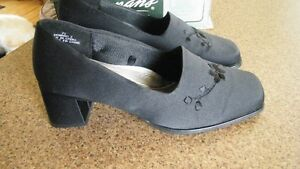 Ladies Black Shoes--like new condition.