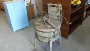 Ancienne laveuse en bois