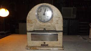 Horloge antique a poinçonné