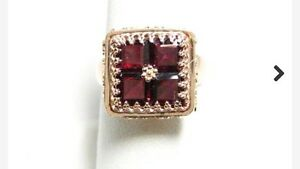 Gold Antique Ring w/ 4 Garnets
