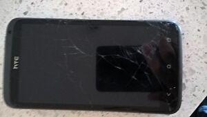 HTC One X unlocked (débloqué) - ÉCRAN BRISÉ
