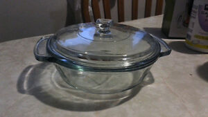 "1.5L Round Casserole Dish w/ Lid + FREE two 9"" Pie Glass Dishes)"