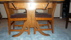 Dining Room Table & Chairs London Ontario image 3