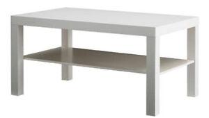 Table basse blanche de salon