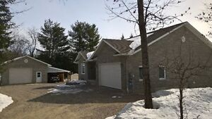 3+1 bedroom bungalow with detatch garage 45 minutes fr Ottawa