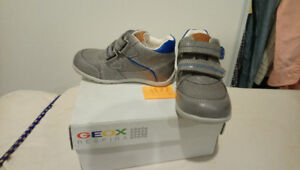 Brand NEW Leather Geox Respira Shoes - Size 8.5