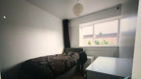 Single or double room avaliable to professionals and students