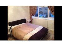 Double room to rent in a recently renovated 3 bedroom home