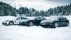 PORSCHE WINTER WHEEL & TIRE PACKAGE/KIT DE MAG ET PNEUS D'HIVER