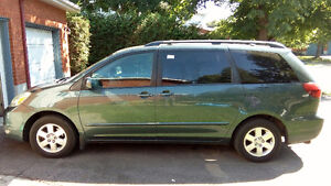 Toyota Sienna LE 2004
