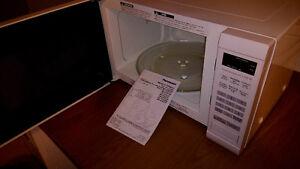 Micro - onde Panasonic NN-SD632W blanc 1200 watts NEUF