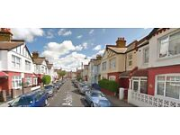 Bright And Spacious 9 Double Bed House Close To All Local Amenities - Available For Short Lets